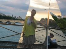 Paige pont des Arts Selfie in reflection IMG_8755